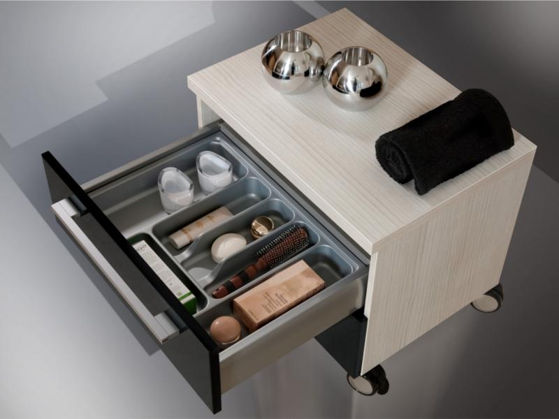 design badezimmerm bel set mit spiegelschrank und minerallgusswachtisch paul gottfried. Black Bedroom Furniture Sets. Home Design Ideas